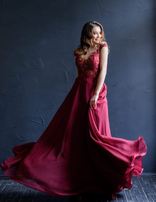 бордова сукня