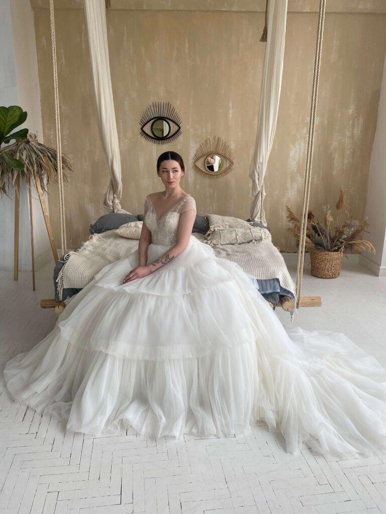 дуже пишні весільні сукні