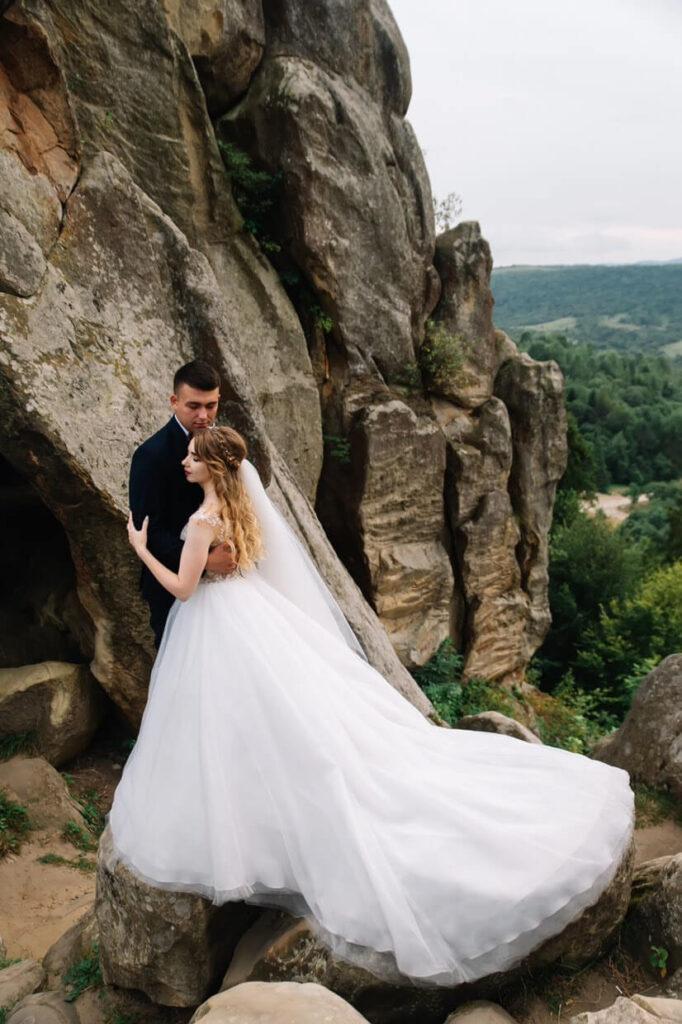 пишні весільні сукні ціни