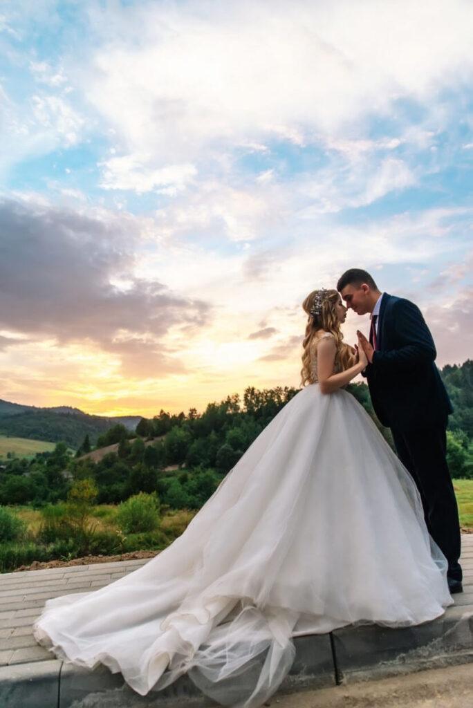 пишні весільні плаття з шлейфом