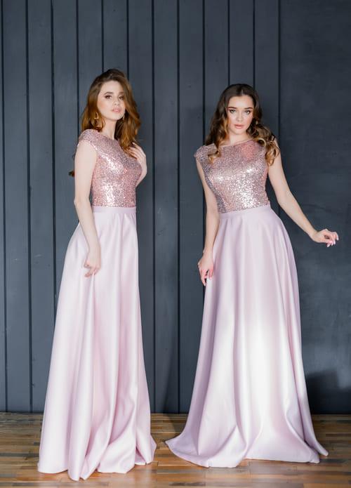 пудрові атласні плаття